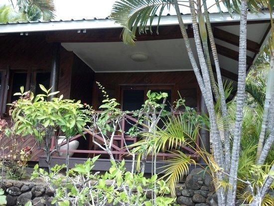 Wananavu Beach Resort: Oceanview unit from pathway