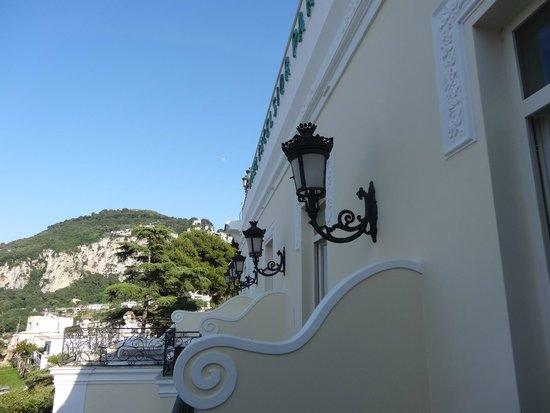 Luxury Villa Excelsior Parco: balcones piso 3