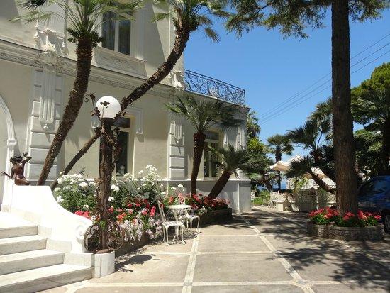 Luxury Villa Excelsior Parco: ingreso al jardin