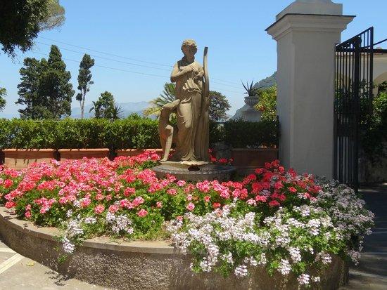 Luxury Villa Excelsior Parco: ingreso al parking