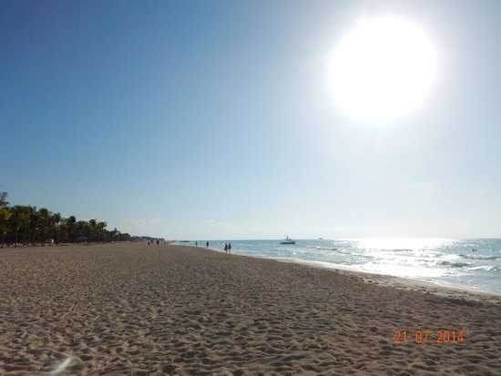 Hotel Riu Yucatan: Early morning at the beach