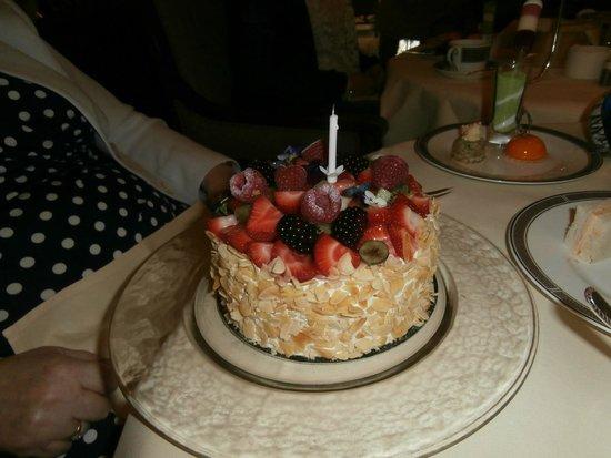 Palm Court at The Langham: The strawberry and cream anniversary/birthday cake