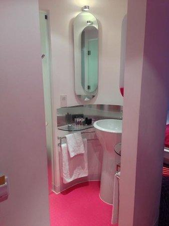 My Brighton: curved bathroom
