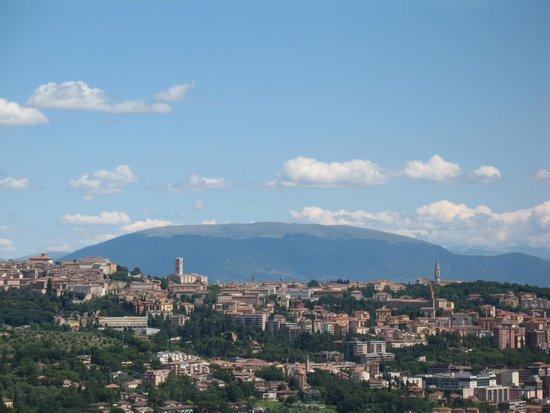 vista di Perugia e Monte Subasio dalla Città della Domenica