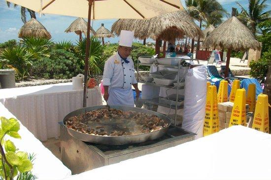 Grand Bahia Principe Tulum : tulum paella by pool