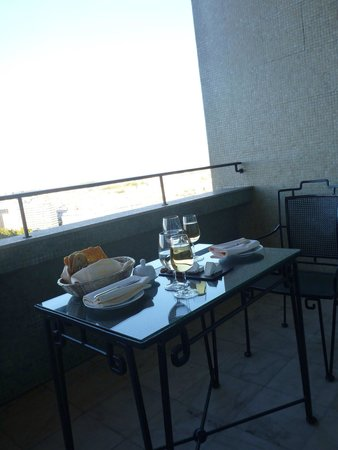 Four Seasons Hotel Ritz Lisbon : Port on the balcony