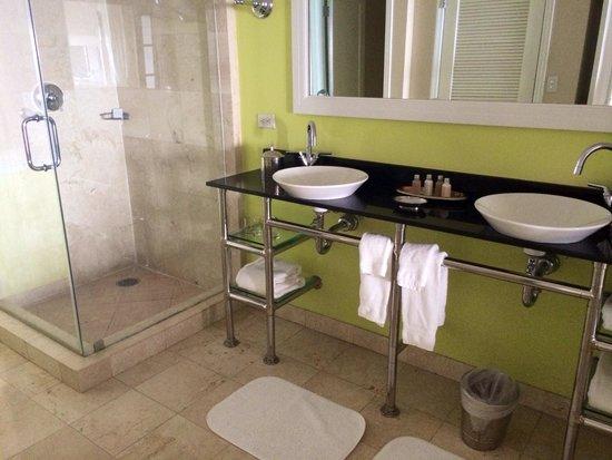 Ocean Key Resort & Spa, A Noble House Resort: Bagno