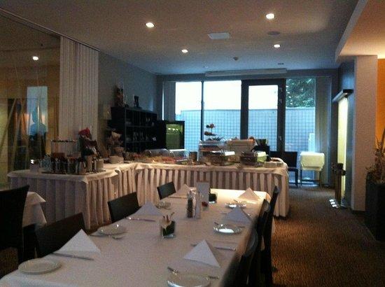 Hotel Avance: breakfast room
