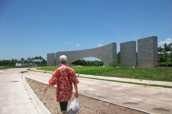 Grand Bahia Principe Tulum : road outside tulum