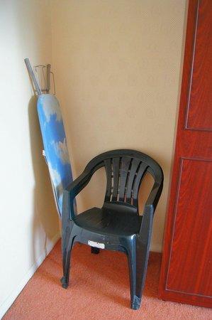 Grand Burstin Hotel: The furniture and furnishings