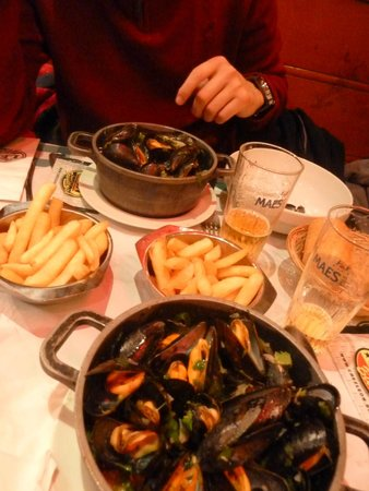 Chez Leon: Mussels and fries