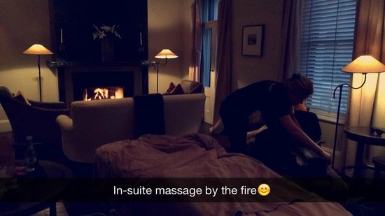 Eichardt's Private Hotel: Massage by the fire