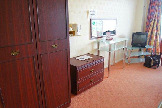 Grand Burstin Hotel: Furniture