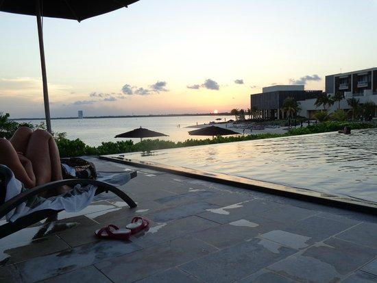 NIZUC Resort and Spa: Infinity edge pool