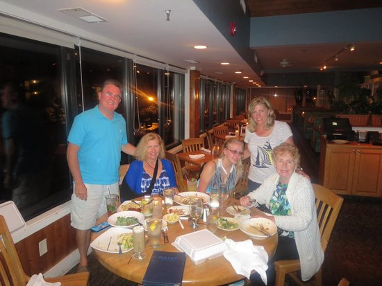 Oceanic Restaurant and Grill: Having dinner with my family visiting:)