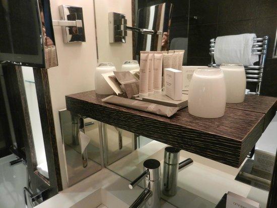 Hotel Les Jardins de la Villa & Spa: Bathroom - room 16