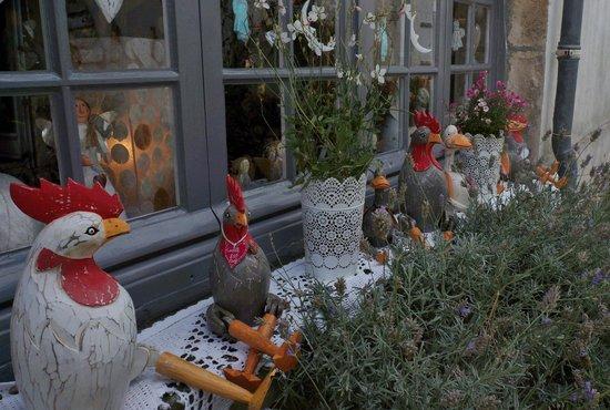 Église Sainte-Radegonde de Talmont  : les poules