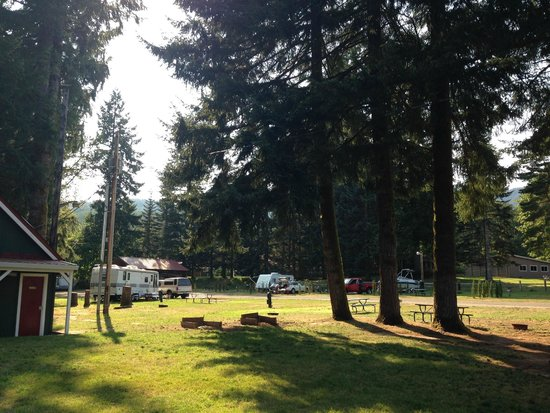 Lone Fir Resort: Hotel Grounds