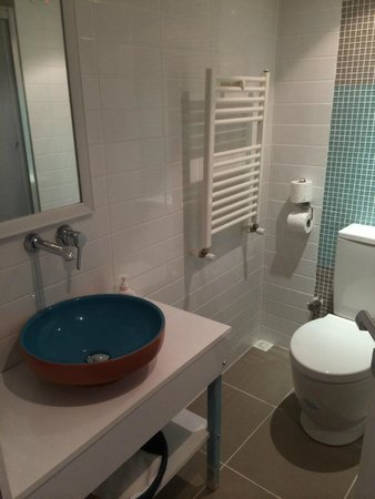 Minel Hotel: Bathroom