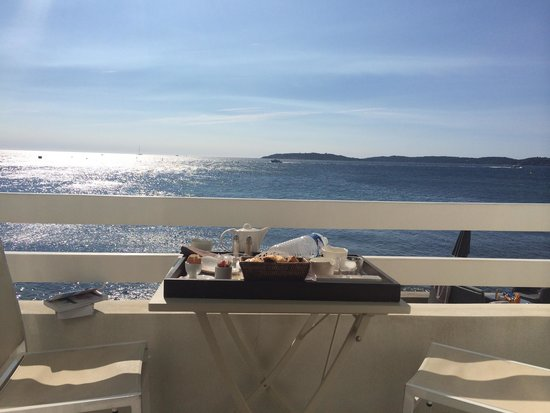 Hotel La Belle Aurore: Breakfast with a view