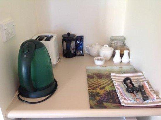 Andrea's Bed & Breakfast: Cottage ... tea/coffee making, toaster & fridge