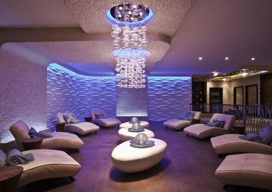 Newport Beachside Hotel and Resort: Aveda Seven Seas Spa & Salon