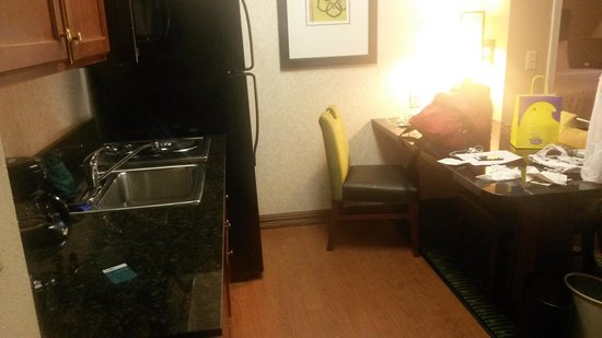 Homewood Suites by Hilton Minneapolis - Mall of America: Kitchenette area