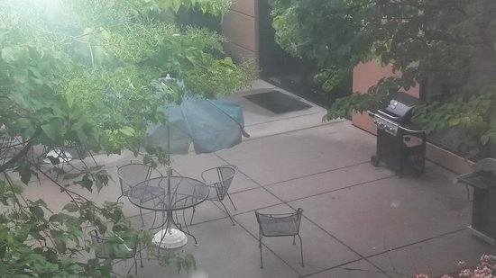 Homewood Suites by Hilton Minneapolis - Mall of America : Outside courtyard sitting area