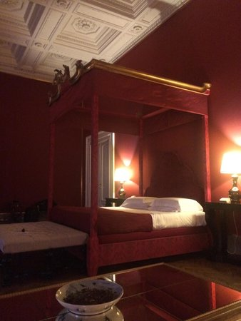 Al Palazzo Del Marchese Di Camugliano: Red Suite