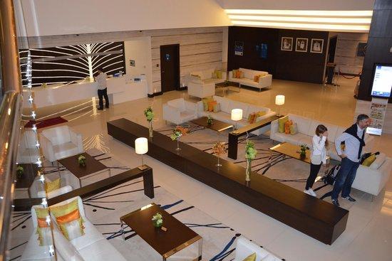 Novotel Dubai Al Barsha: Lobby