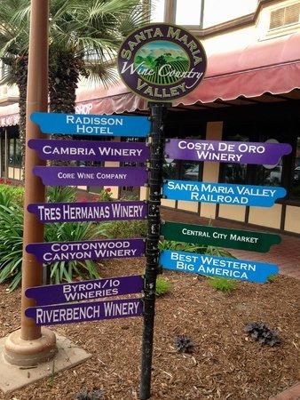 Santa Maria Inn: Winery Signs