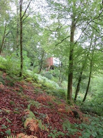 Cabanes De Salagnac : view of the cabin from the valley floor