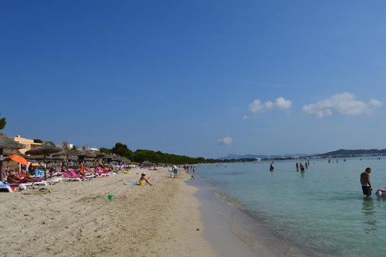 Hotel Condesa de la Bahia: Calm cristal waters