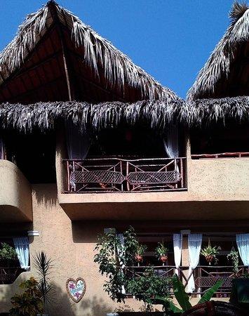Hotel el Rancho: Back side of the hotel.
