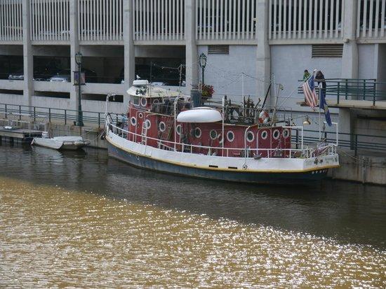 Milwaukee RiverWalk: an elderly river boat moored by the Riverside Walk