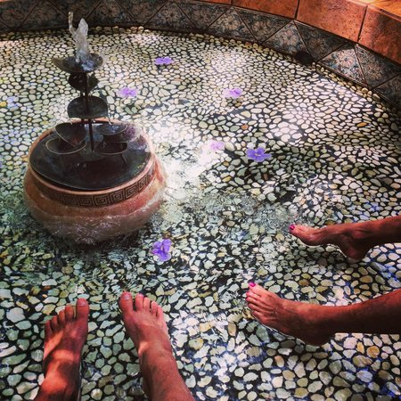 The Bodhi Tree Yoga Resort: A foot bath.
