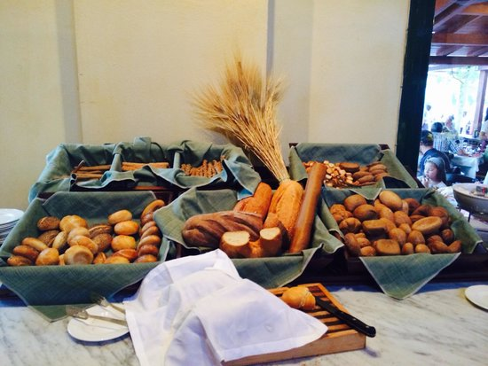Candia Park Village : Bread selection