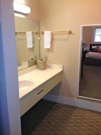 The Historic Santa Maria Inn : Bathroom