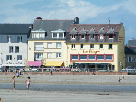 Hotel de la Plage : L'hôtel vue de la Plage à marée basse