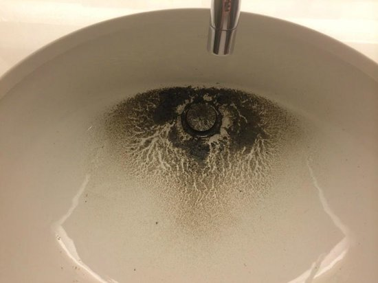 Wyndham Grand Chicago Riverfront: Dirty in sink