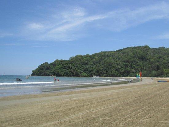 Shangri-La's Rasa Ria Resort & Spa : Beach