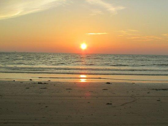 Shangri-La's Rasa Ria Resort & Spa: Evening on the hotel's beach