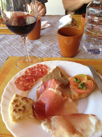 Discovering Umbria - Wine & Food Day Tours : food paired with olive oils and wines