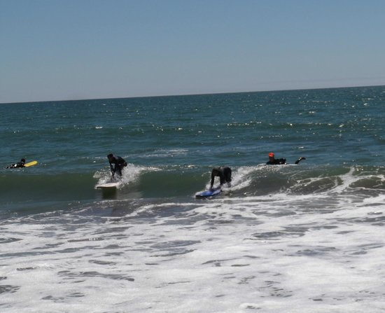 Adventure Out : some people start surfing right away, others not so much