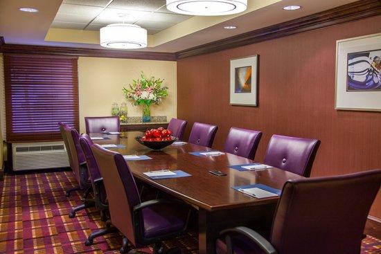 Hampton Inn Baton Rouge I-10 & College Dr.: Executive Boardroom, Seats 12 Comfortably