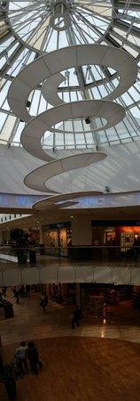 Donau Zentrum: Inside