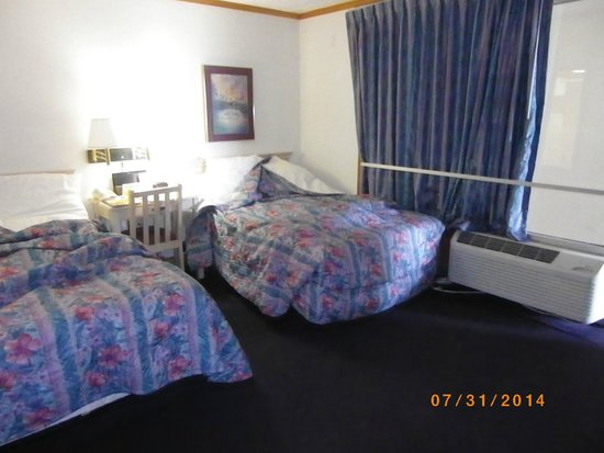 Days Inn & Suites Kill Devil Hills-Mariner : Two double beds
