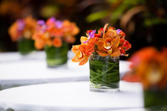 Plantation Gardens Restaurant: Flowers by Martin Roberts. Photography by Kelly Lemon Photography