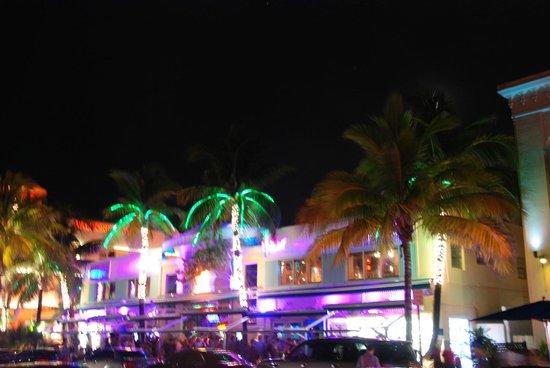 Miami Beach Boardwalk: Ocean Drive