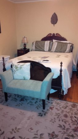 East Bay Bed & Breakfast: The East Ferry room